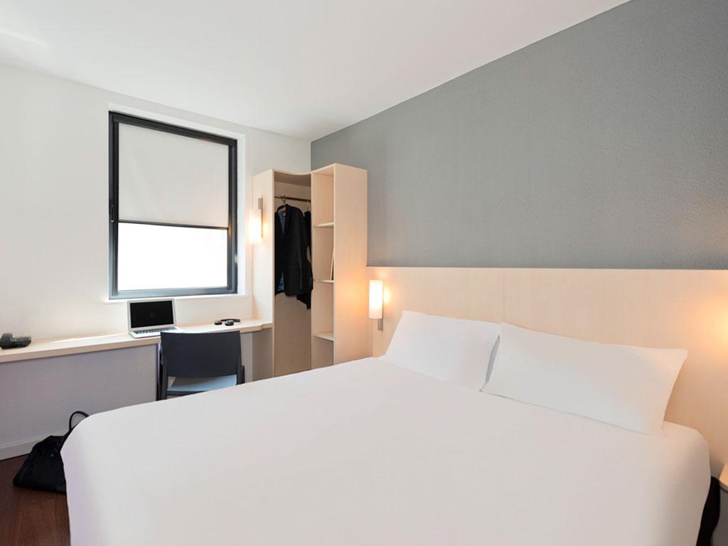 hotel ibis budget cannes centre ville. Black Bedroom Furniture Sets. Home Design Ideas